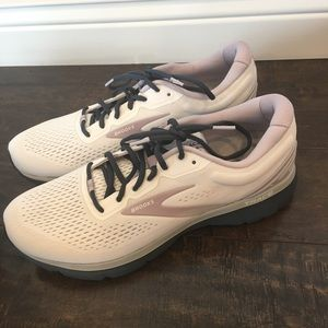Women's Brooks Trace Running Shoes size 12